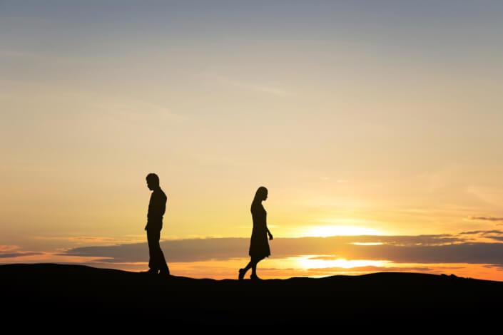 遠距離恋愛でスムーズな別れ方。中途半な別れはトラブルの原因に!